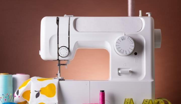Brother CS5055PRW is a lightweight sewing machine, suitable for carrying room to room.